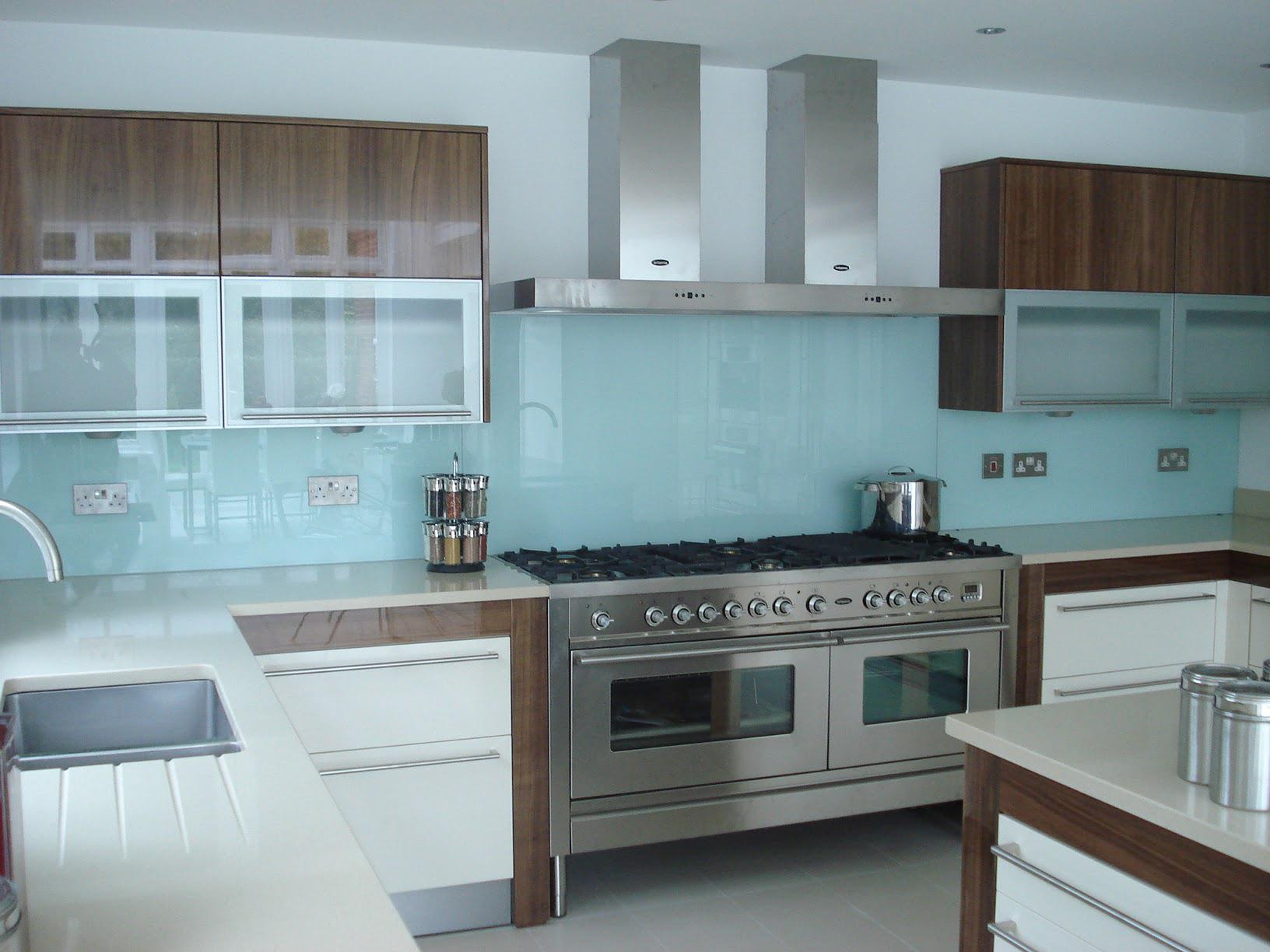 cr dence cuisine en verre design. Black Bedroom Furniture Sets. Home Design Ideas
