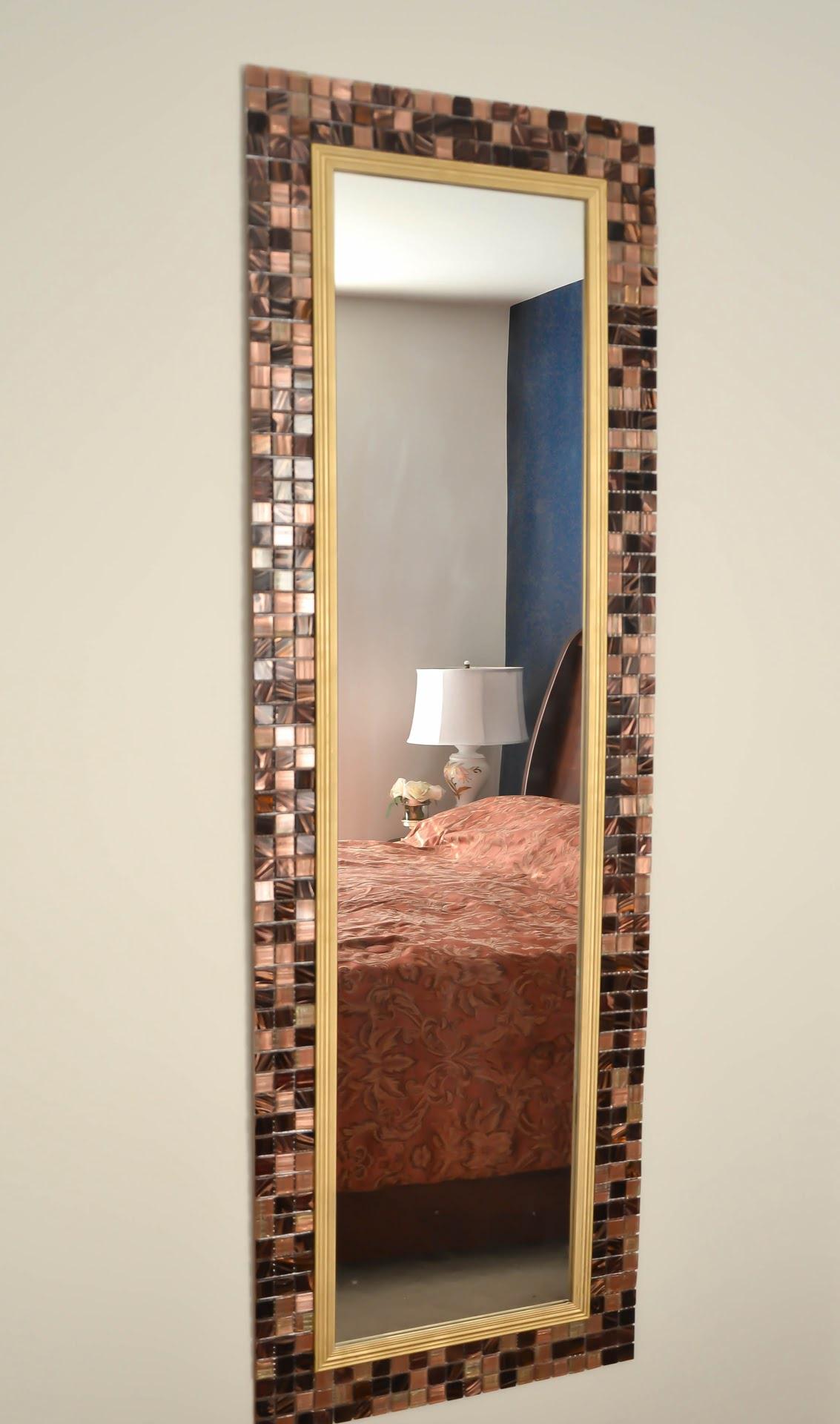 Diy cadre de miroir en carrelage mosa que for Miroir 9 carreaux