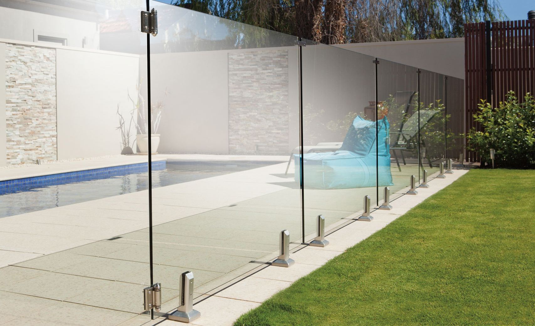 La cl ture en verre for Cloture pour piscine gonflable