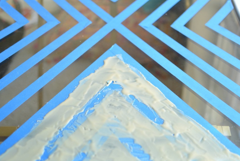 Diy table en verre grav sur tr teaux for Gel a depolir le verre