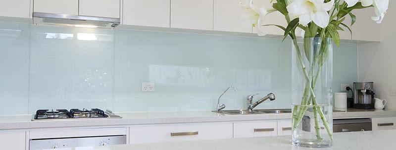 Cr dence en verre sur mesure - Cuisine en verre blanc ...